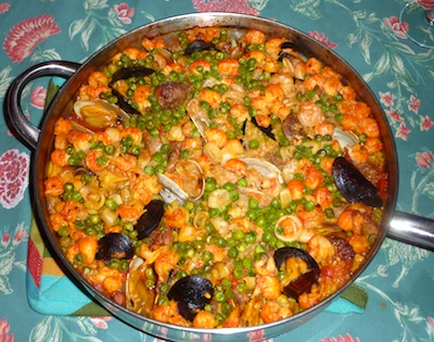 Spanish Paella with Mussels, Clams, and Shrimp on the Grill / www.super-seafood-recipes.com