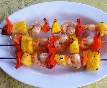 Picture of shrimp kabobs with pineapple and red pepper / www.super-seafood-recipes.com