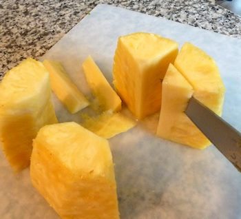 Picture of ripe pineapple  / www.super-seafood-recipes.com