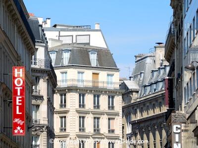 Quiet Paris street in the 8th arrondissement near Chapelle Expiatoire