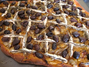Photo of French anchovy pizza, or pissaladiere / www.super-seafood-recipes.com
