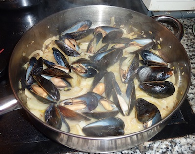 Mussels Mariniere Steaming in White Wine Sauce / www.super-seafood-recipes.com